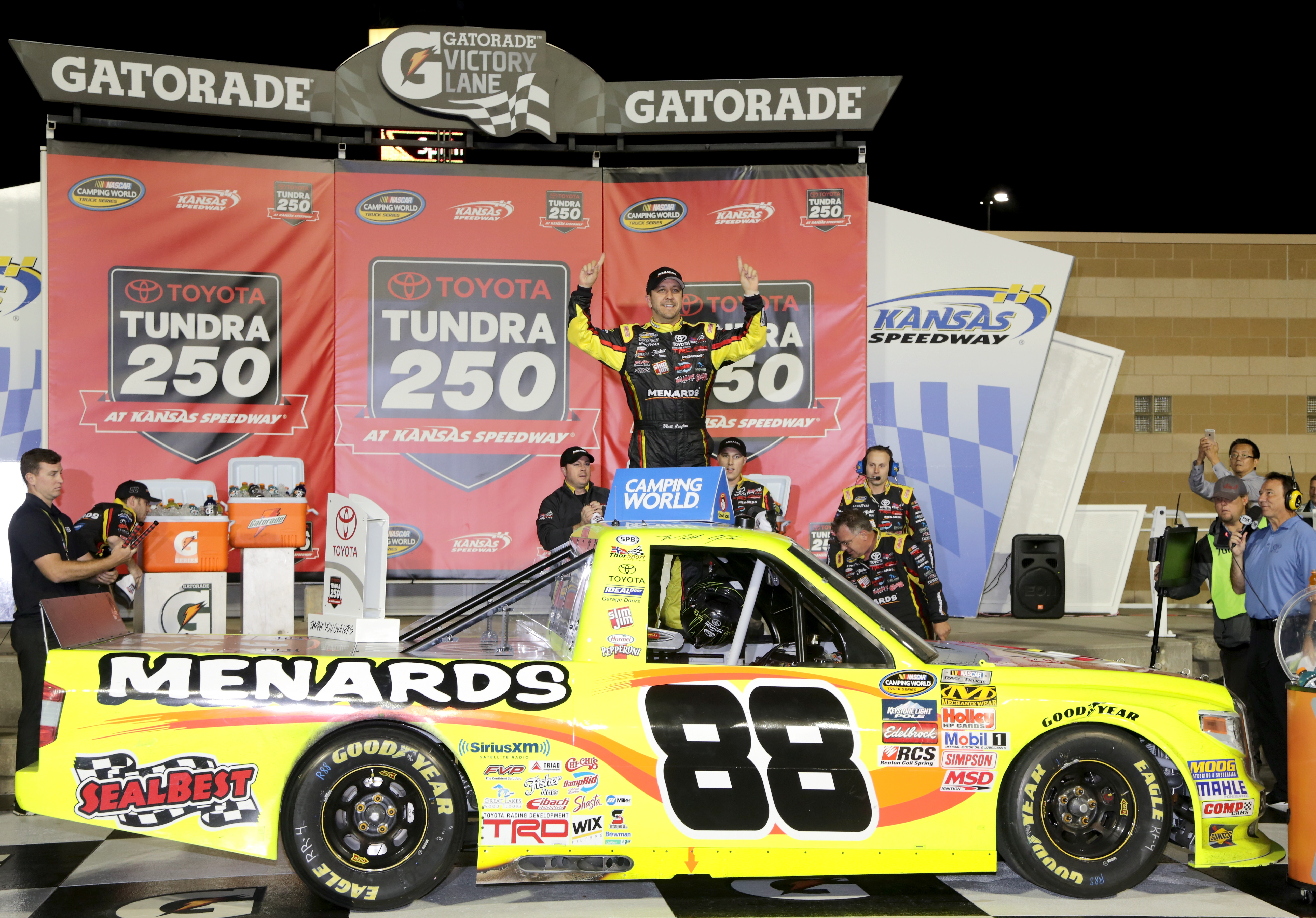 Camping World Truck Series Race Take Kansas Speedway