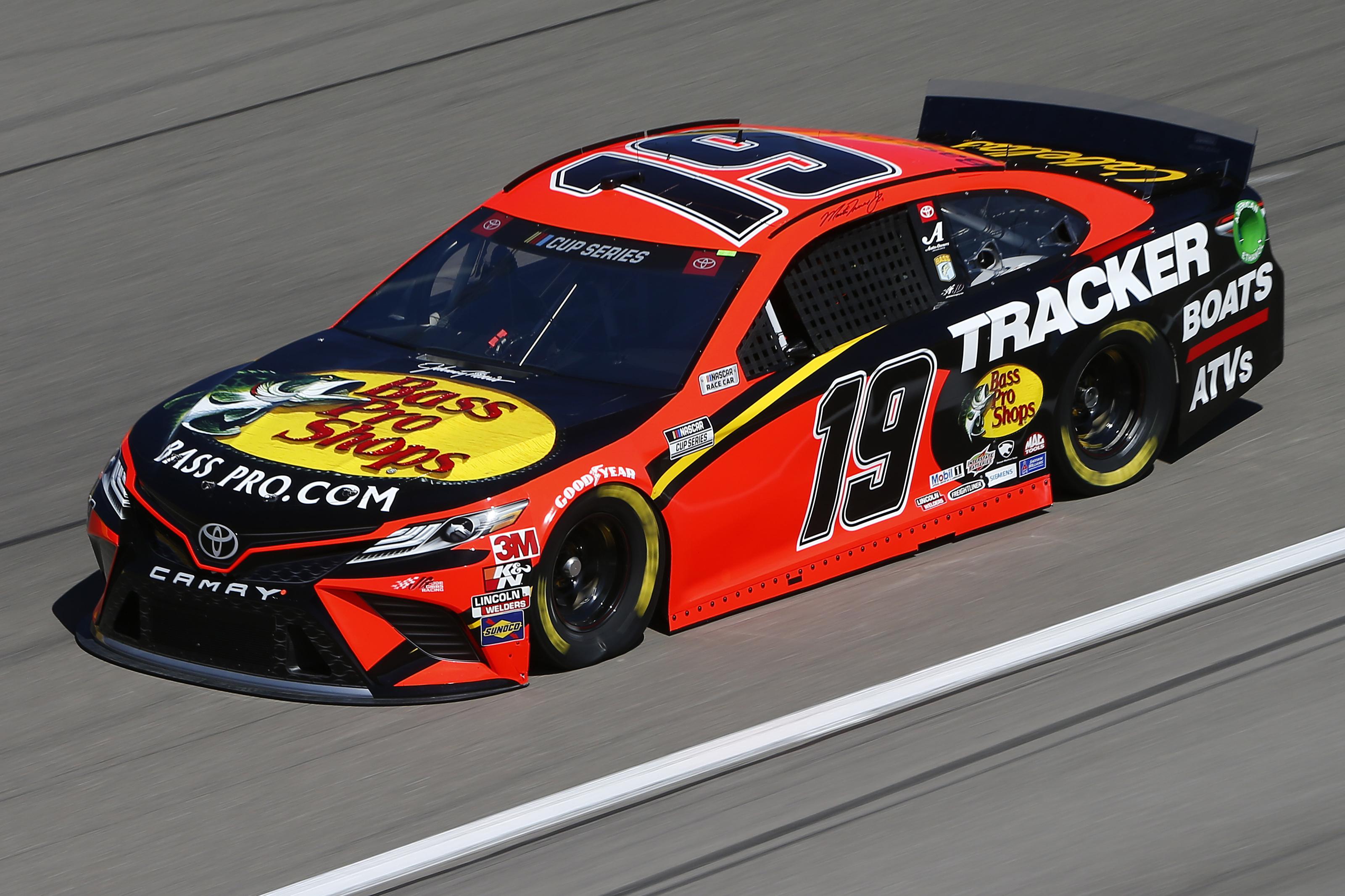 NASCAR: Martin Truex Jr. on Las Vegas pole; Kyle Busch penalized