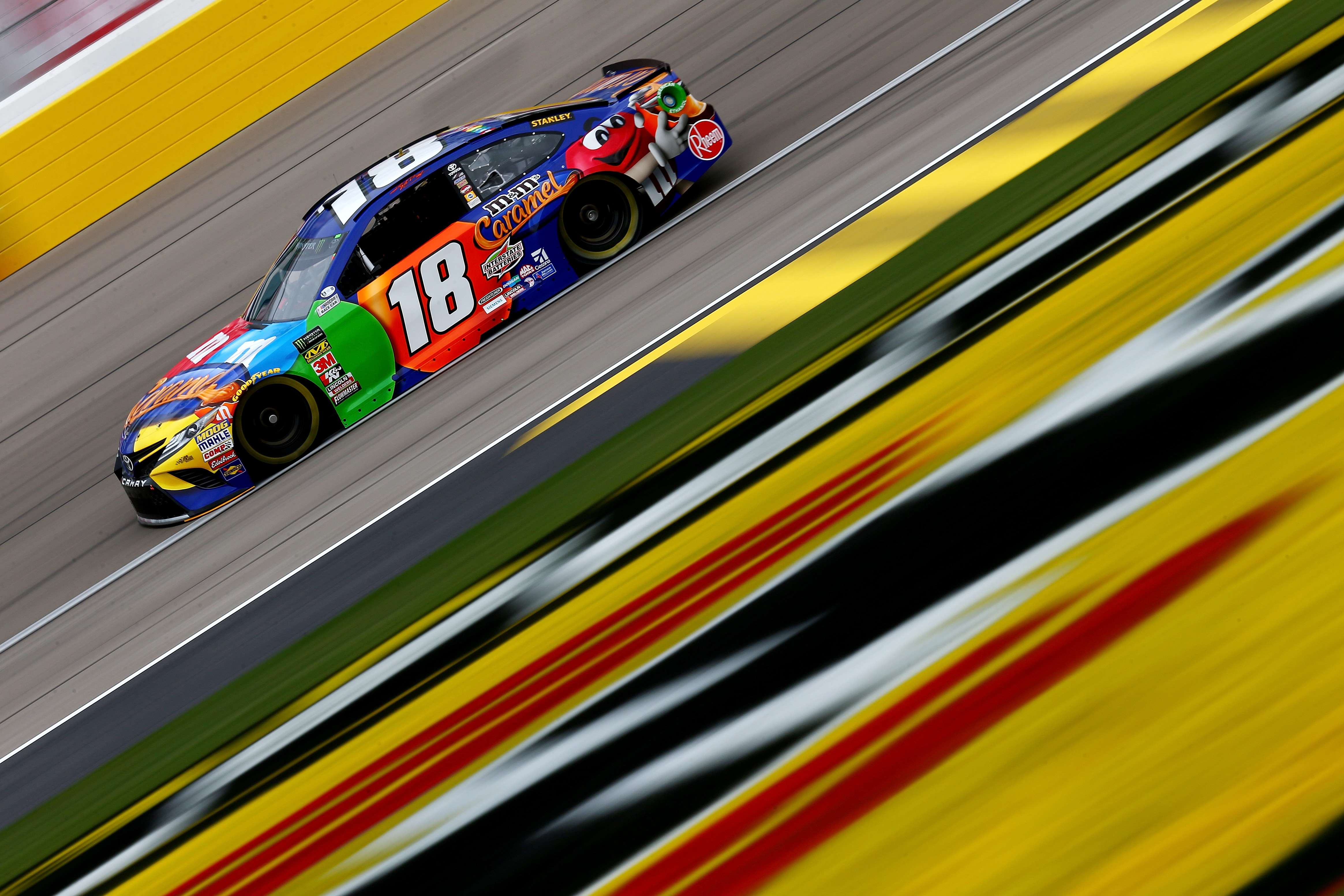 Kyle Busch wins at Vegas for 50th Truck victory